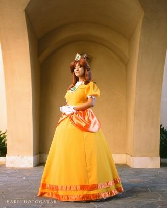 super mario bros princess daisy cosplay soka university