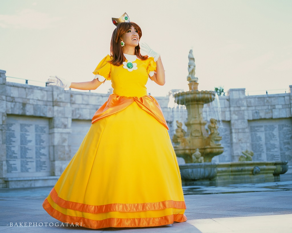 super mario bros princess daisy cosplay soka university